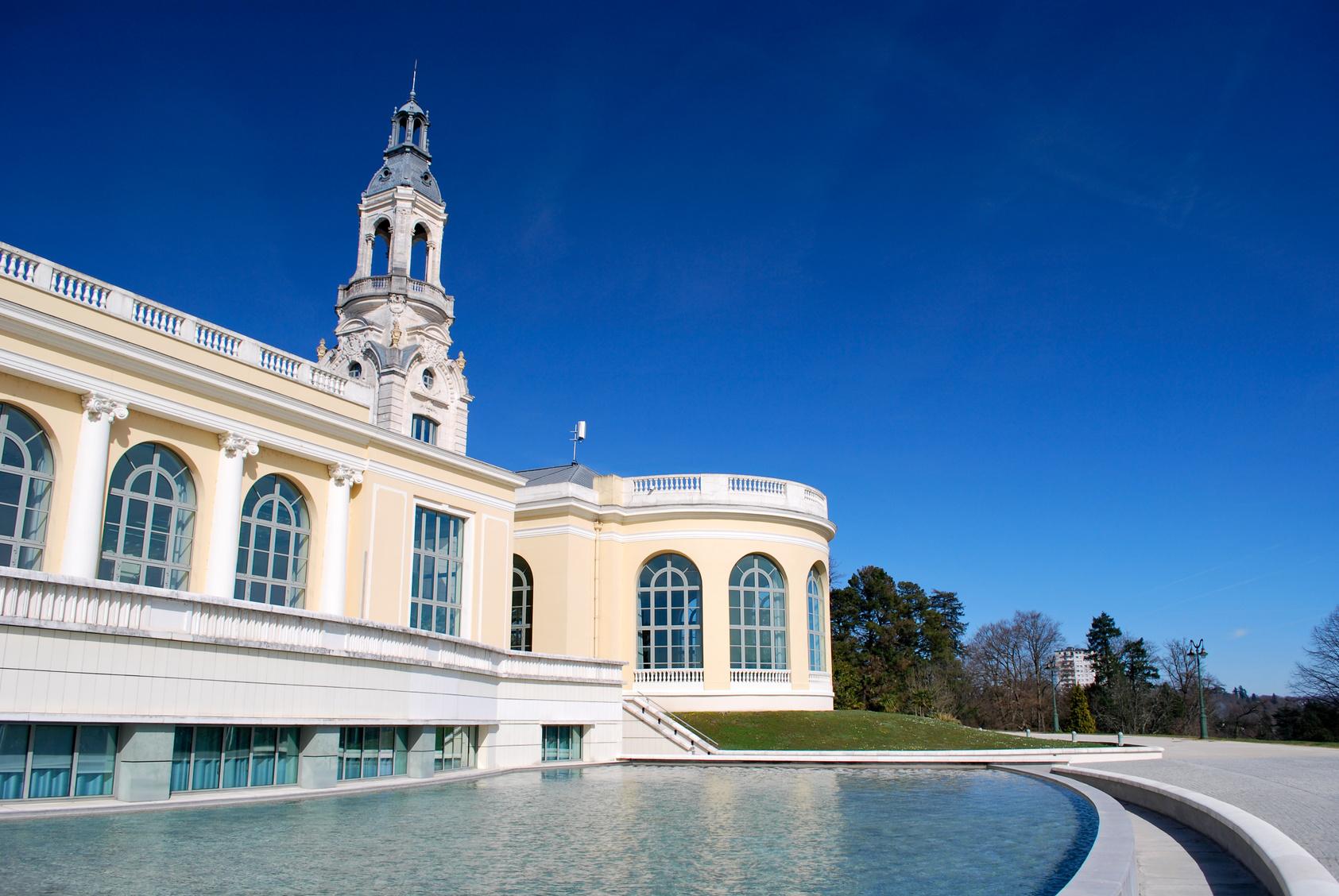 Ciel bleu et Palais Beaumont